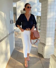 15,54 EUR kuratiert auf LTK Stylish Outfits, Fall Outfits, Cute Outfits, Fashion Outfits, Modern Outfits, Women's Fashion, Over 50 Womens Fashion, Fashion Over 50, How To Wear White Jeans