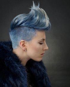 Irokesenschnitt für Frauen Undercut Blau Blond #hairstyles