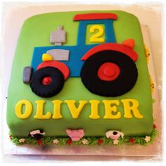 Comment fabriquer un tracteur en mastic? - Archie's bday party - Gateau Tractor Birthday Cakes, 2 Birthday Cake, 2nd Birthday Parties, Tractor Cakes, 20th Birthday, Farm Cake, Novelty Cakes, Cakes For Boys, Cute Cakes