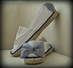 Find fun, natural reverse flops for mothers and teenage females, presenting the most adorable looks right on pattern for summer! Sock Shoes, Cute Shoes, Me Too Shoes, Shoe Boots, Strappy Flats, Shoes Sandals, Bride Flip Flops, Diy Couture, Studded Heels