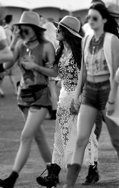 2009: Siguiendo la mala racha Siguiendo al 2009, el festival mejoró con sus talentos principales, incluyendo a Paul McCartney, The Killers y The Cure. Travis Barker con DJ AM fue definitivamente uno de los mejores, pero el 2009 fue marcado como un de los años más débiles en el line up de música electrónica con la Carpa Sahara teniendo menos DJs que los años anteriores. Presentaciones importantes: The Crystal Method, Girl Talk, The Presets