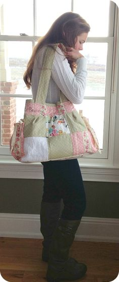 Such an adorable diaper bag! Want one in the future. Perfect colors for spring.