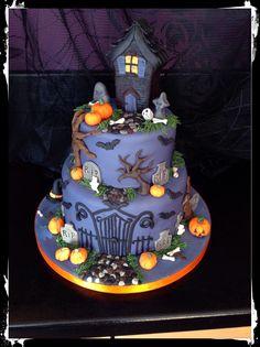Halloween cake , haunted house cake