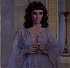 Cleopatra is flirting with Caesar http://mariaefmilliner.com/cleopatra-a-review-of-the-35-dresses-she-wears-on-the-movie/