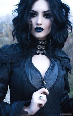 New fashion photography dark gothic beauty ideas Dark Beauty, Goth Beauty, Beauty Makeup, Dark Gothic, Mode Sombre, Chica Cool, Gothic Models, Gothic Makeup, Gothic Hair