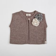 Flower vest / Baby alpaca wool girl vest with white and by Ingugu, €49.00