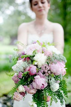 looooved this bride's bouquet#wedding #bouquet #DIY #photography