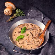 Rezept Jamie Oliver Hähnchen in herzhafter Senfrahmsauce mit Pilzen Kochbuch Jamies 5-Zutaten-Küche Quick & Easy Dorling Kindersley rote Zwiebel Senf Sahne