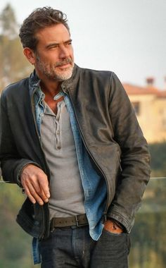 Jeffrey Dean Morgan Smart Casual Style - Bullet Blues' blog #JeffreyDeanMorgan #BulletBlues #celebritystyle #Americanmadejeans bulletbluesca.com
