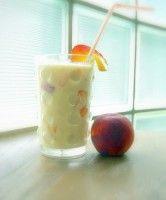 Perzik Milkshake. Zelf een milkshake maken is super simpel met een blender! En vers smaakt ook nog eens vele malen beter. (en gezonder!) Kijk op website www.blenderworkshop.nl voor honderden gratis blender recepten.
