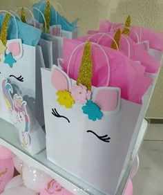 Dulceros unicornio con bolsas de papel - Dale Detalles Unicorn Themed Birthday Party, Unicorn Birthday Parties, Birthday Party Decorations, Girl Birthday, First Birthdays, Red Things, Gift Bags, Unicorns, Red Color