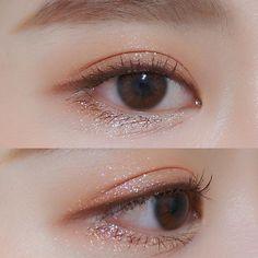 "Pony History of eye makeup ""Eye care"", quite simply, ""eye make-up"" has always been a Korean Makeup Look, Asian Eye Makeup, Makeup Inspo, Makeup Inspiration, Beauty Makeup, Makeup Eyeshadow, Makeup Cosmetics, Eye Makeup On Hand, Korean Makeup Tutorials"