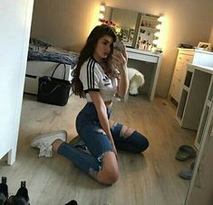Find images and videos about girl, fashion and style on We Heart It - the app to get lost in what you love. Tumblr Outfits, Mode Outfits, Trendy Outfits, Girl Outfits, Streetwear Mode, Streetwear Fashion, Teenage Outfits, School Outfits, 90s Fashion