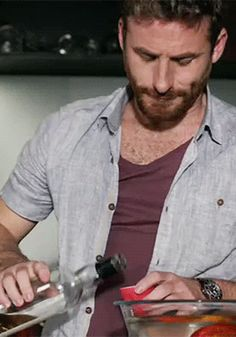 He has just the right amount of chest hair. Am I wrong? The Almighty Johnsons, Am I Wrong, Dean O'gorman, Fili And Kili, Pretty Men, Lotr, The Hobbit, Ideal Type, Character Ideas