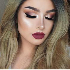 Christmas Makeup: Sparkles, Smokey, and Berry Berry lips and smoky eyes with sparkling eyeshadow is perfect for holiday season. Check out our christmas makeup ideas! Dress Makeup, Prom Makeup, Bridal Makeup, Lip Makeup, Wedding Makeup, Berry Makeup, Eyeliner Makeup, Gold Makeup, Winged Eyeliner