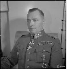 Kenraalimajuri V. Sundman, D:n komentaja. Liberty, Chef Jackets, Army, Military, History, Celebrities, Vehicles, Inspiration, War