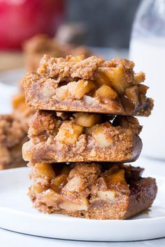 These Paleo apple pie bars have a delicious almond butter crust and crumb top and perfect apple pie filling! Theyre a fun fall dessert to make and eat with kids, gluten-free, dairy-free, paleo and vegan. Dessert Party, Paleo Dessert, Healthy Sweets, Healthy Baking, Dessert Recipes, Paleo Apple Pie, Apple Pie Bars, Paleo Apple Crisp, Paleo Vegan