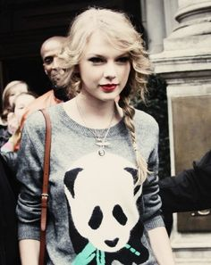taylor in a panda shirt. <3
