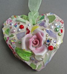 How to make mosaics and pique assiette mosaic art gifts by Melissa Miller Mosaic Crafts, Mosaic Projects, Mosaic Ideas, Mosaic Wall, Mosaic Glass, Stained Glass, Mosaic Stones, Mosaic Pieces, Mosaic Madness