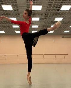Ballet Gif, Ballet Dance Videos, Ballet Moves, Ballet Class, Ballet Dancers, Ballet Workout Clothes, Ballet Clothes, Ballerina Sketch, Flexibility Dance