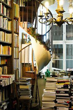 Livre Mon Ami bookshop, Passage Verdeau, Paris, France.