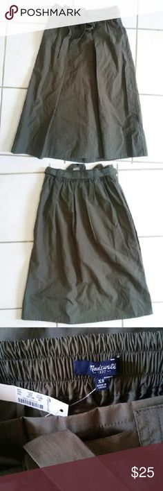 Madewell olive skirt sz.XS Madewell olive skirt sz.XS New w.tag Cotton...unlined Skirts Midi