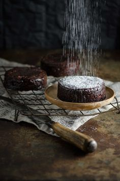 This recipe for Panforte al Cioccolate (Chocolate Panforte) is perfect served… Delicious Desserts, Dessert Recipes, Amazing Food Photography, Australian Food, Christmas Baking, Christmas Desserts, Chocolate Recipes, Dessert Chocolate, Let Them Eat Cake