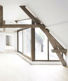 under the roof loft-appartement - old wood Attic Rooms, Attic Spaces, Attic Bathroom, Bathroom Ideas, Interior Architecture, Interior And Exterior, Interior Design, Style At Home, Backyard Buildings