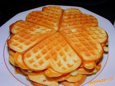 Máslo rozpustíme, smícháme s hladkou moukou a vejci, potom přidáme mléko, vanilkový cukr, prášek do ...