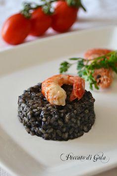 Il risotto al nero di seppia con gamberi è un primo piatto molto semplice e particolarmente gustoso, per chi ama i sapori del mare sarà davvero ottimo.
