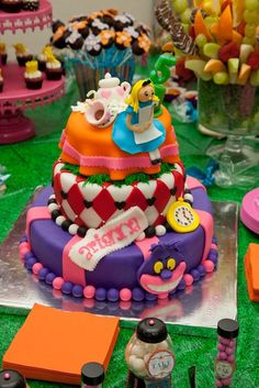 Cake at a Alice in Wonderland Party #aliceinwonderland #party