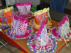 't Wimpelke 2de kleuterklas Carnival Crafts, Carnival Themes, Crazy Hat Day, Crazy Hats, Rapid Lash, Art For Kids, Crafts For Kids, Recycled Dress, Early Childhood Education