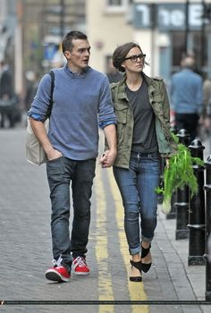 Keira Knightley and Rupert Friend Keira Knightley Casual, Keira Christina Knightley, Look Winter, Winter Style, Rupert Friend, Pride And Prejudice 2005, Actor Studio, Couple Outfits, Cool Style