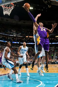 Kobe Bryant evades the defense for a lay-up. (March 6, 2013 | Los Angeles Lakers @ New Orleans Hornets | New Orleans Arena in New Orleans, Louisiana)
