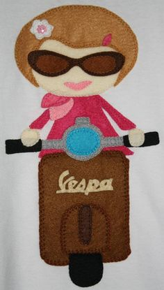 Vespa Girl in felt! Embroidery Applique, Cross Stitch Embroidery, Embroidery Patterns, Art Of Charm, Felt Puppets, Felt Banner, Patchwork Baby, Sewing Appliques, Felt Toys