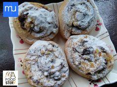 Sastav: Mast ili Margarin...200 gr, Šećer...7 kašika, Brašno...500 gr, Čokolada (crna)...100 gr, Vanilin šećer...1 kom, Jaja...1 kom, Mleko...1 dl, Prašak za pecivo...1/2 kom, Suvi kvasac (kesica)...1/2 kom, Orasi (lomljeni)...150 ...