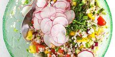 <p>Mamy już lato, więc jak co roku na obiad i kolację bardzo często robię sałatki. Zwykle proste, szybkie i lekkie, wykorzystujące te warzywa, które akurat mam w lodówce – a latem mamy ich do wyboru, do koloru, a nierzadko także pozostałości po innych posiłkach. Do tej sałatki wykorzystałam grubą kaszę …</p>