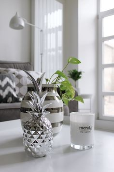 MA MAISON BLANCHE: Summer Living Room with the silver pineapple, Kahler Ommagio vase & Meraki scented candle
