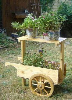 Wagon & Wheel Barrow - this would be fun as a catering table for parties, but made to look a little more like handcart or wagon. Wooden Planters, Wooden Garden, Wooden Diy, Wheelbarrow Planter, Planter Boxes, Garden Cart, Flower Cart, Small Wood Projects, House Plants Decor