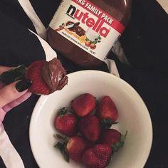 Imagem de strawberry, nutella, and food