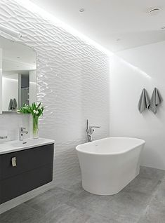Looking to renovate your bathroom with White Shade. Have a look at inspiring 75 White Bathroom Design Ideas & Inspiration. Modern White Bathroom, Simple Bathroom, Beautiful Bathrooms, White Bathrooms, Minimalist Bathroom, Spa Bathroom Design, Bathroom Spa, Bathroom Lighting, Bathroom Ideas