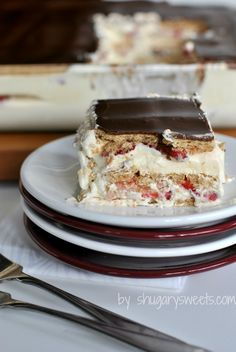 Strawberry Eclair Cake: a delicious, no bake dessert with strawberries, chocolate, grahams and pudding! #iceboxcake @shugarysweets