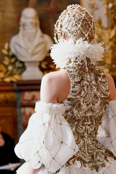 Elizabethan Embroidery, sleeves!