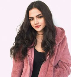 Image uploaded by lilah ♡. Find images and videos about girl, fashion and model on We Heart It - the app to get lost in what you love. Model Poses Photography, Girl Photo Poses, Girl Poses, Pretty People, Beautiful People, Foto Casual, Fake Girls, Selfie Poses, Aesthetic Girl
