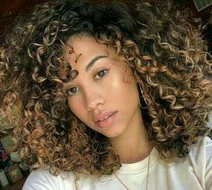 glitch dem curls doe in 2019 highlights curly hair, curly hair Dyed Curly Hair, Brown Curly Hair, Colored Curly Hair, Curly Hair Tips, Curly Hair Styles, Natural Hair Styles, Black Naturally Curly Hair, Blonde Natural Hair, 3c Hair