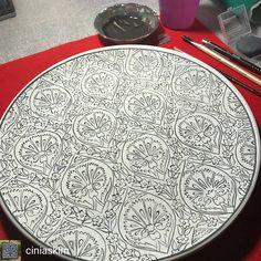 """2 Beğenme, 1 Yorum - Instagram'da El Emeği Alın Teri Göz Nuru (@elemegialinterigoznuru): """"@Regranned from @ciniaskim - İyi geceleeeerrrrr #çini #çinisanatı #çiniaşkı #klasikbaşka…"""" Turkish Design, Turkish Art, Stencil Designs, Tile Art, Diy And Crafts, Decorative Plates, Elsa, Cross Stitch, Tableware"""
