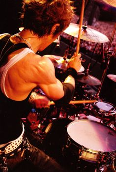 """Look at that back muscles. And the arm definition! *swoon* Great study for """"An Anatomy of a Drummer"""""""