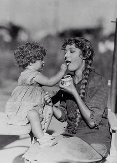 Mary Pickford And Mary Louise Miller On The Set Of Sparrows
