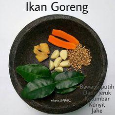 Gambar mungkin berisi: teks dan makanan Kitchen Recipes, Cooking Recipes, Indonesian Cuisine, Western Food, Homemade Spices, Simply Recipes, International Recipes, I Foods, Asian Recipes