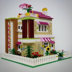 The World's Best Photos by Bruneibricks Lego Friends, Lego Projects, Projects To Try, Brick Shelves, Lego Building, House Building, Brick Art, Lego Display, Cool Lego Creations